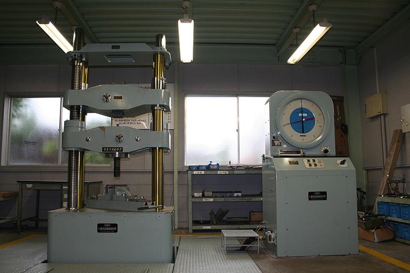 油圧式万能試験機